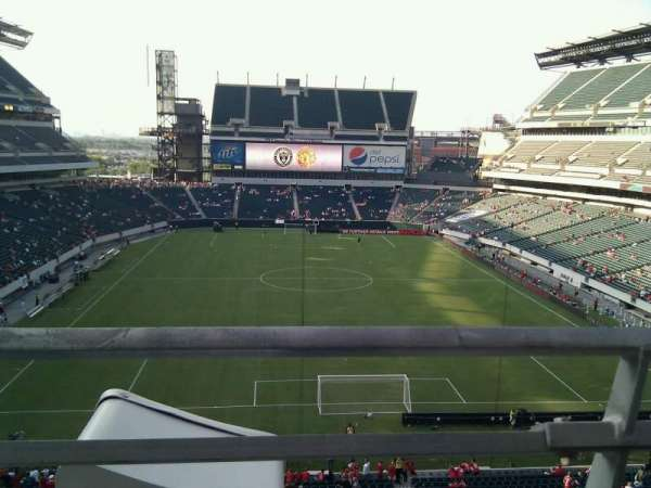 Lincoln Financial Field, section: M11, row: 1, seat: 33