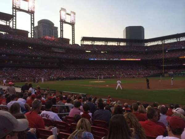 Busch Stadium, section: 140D, row: M, seat: 9