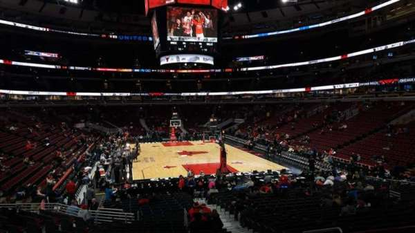 United Center, section: 118, row: 18, seat: 4