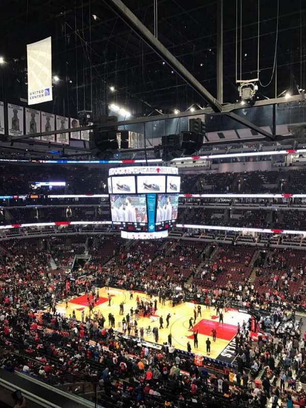 United Center, section: 332, row: 3, seat: 4