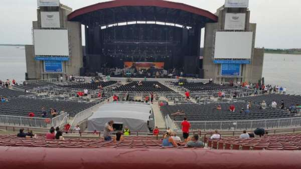 Jones Beach Theater, section: 8R, row: AA, seat: 3