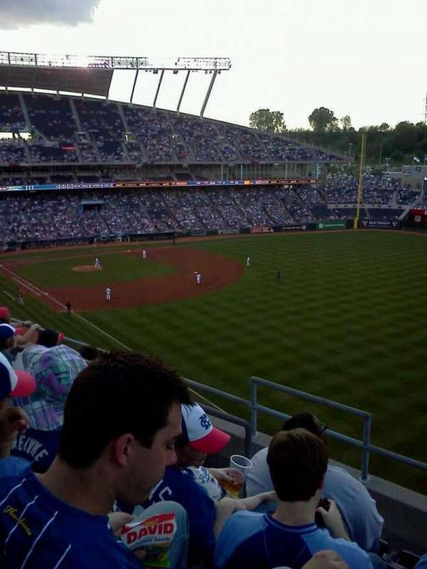 Kauffman Stadium, section: 439, row: e, seat: 4