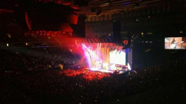 Madison Square Garden, section: 208, row: 1, seat: 8