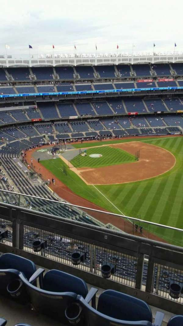 Yankee Stadium, section: 409, row: 3, seat: 1