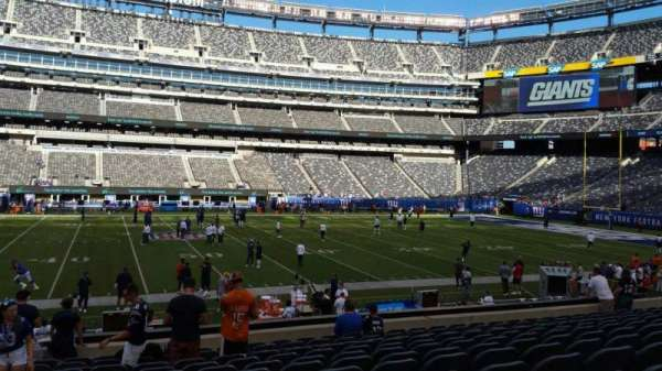 MetLife Stadium, section: 139, row: 27, seat: 30