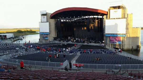 Jones Beach Theater, section: 4R, row: AA, seat: 7