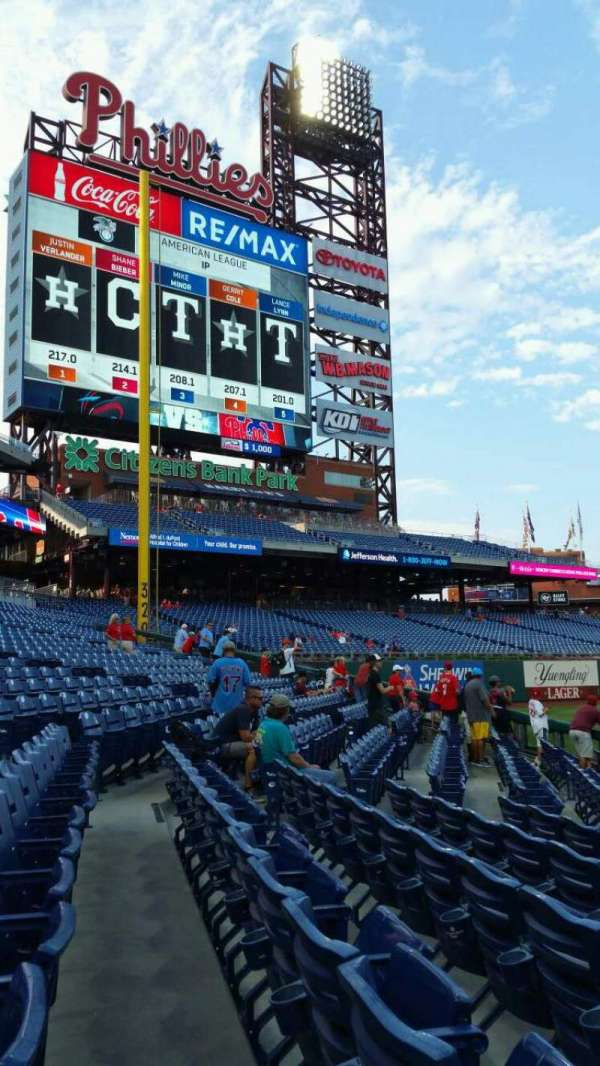 Citizens Bank Park, section: 135, row: 8, seat: 18