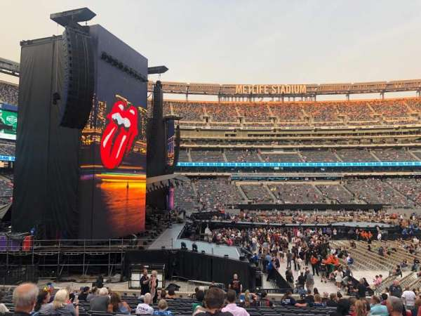 MetLife Stadium, section: 142, row: 22, seat: 11