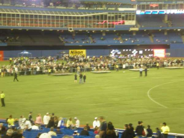 Rogers Centre, section: 129R, row: 29, seat: 4