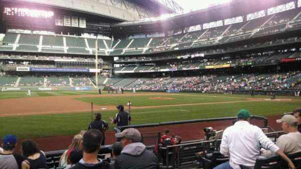 T-Mobile Park, section: 140, row: 8, seat: 3