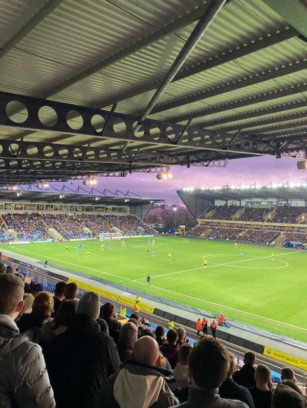 Kassam Stadium, section: Away end