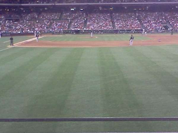 Citizens Bank Park, section: 105, row: 2, seat: 17