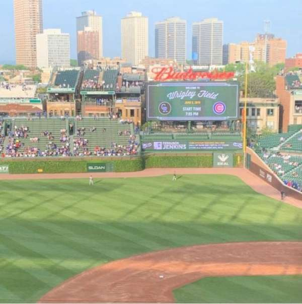 Wrigley Field, section: 410L, row: 7, seat: 19