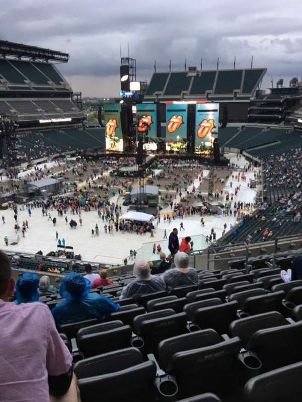 Lincoln Financial Field, section: M13, row: 19, seat: 8