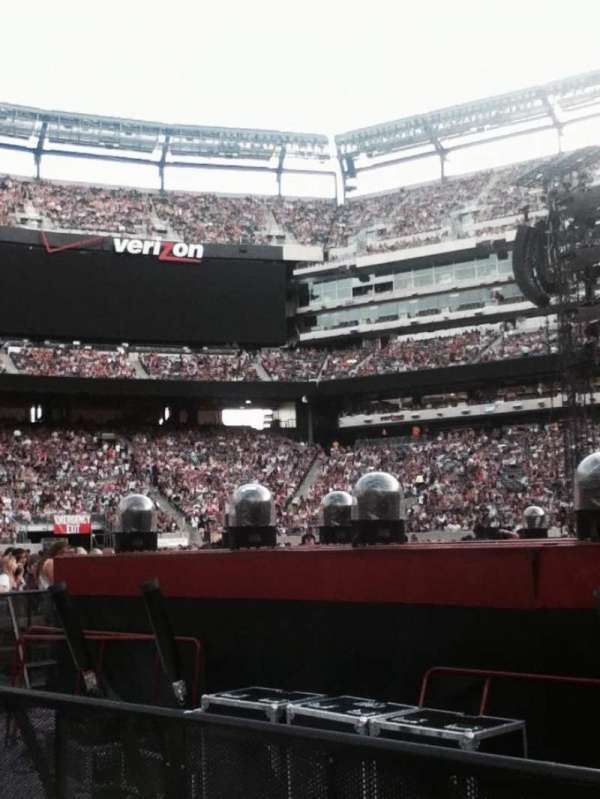 MetLife Stadium, section: 9, row: 21, seat: 3