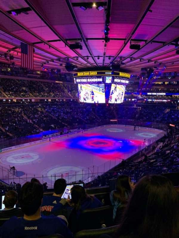Madison Square Garden, section: 220, row: 4, seat: 10