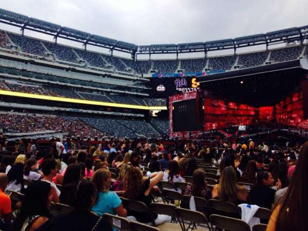 MetLife Stadium, section: 7, row: 18, seat: 25