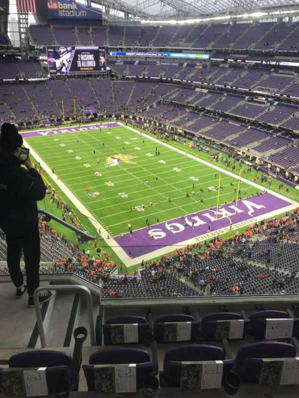 U.S. Bank Stadium, section: 302, row: 4, seat: 10