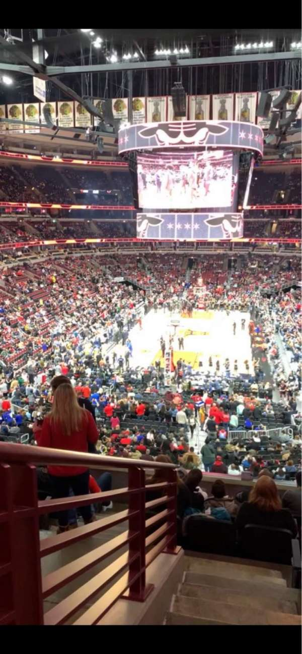 United Center, section: 225, row: 8, seat: 1