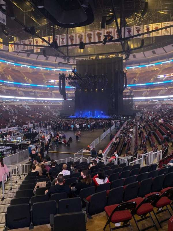 United Center, section: 104, row: 16, seat: 22