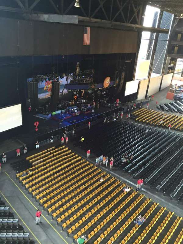 Hollywood Casino Amphitheatre (Tinley Park), section: 327, row: General Admission, seat: Front row.