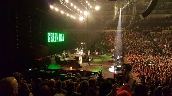 American Airlines Center, section: 121, row: R, seat: 8