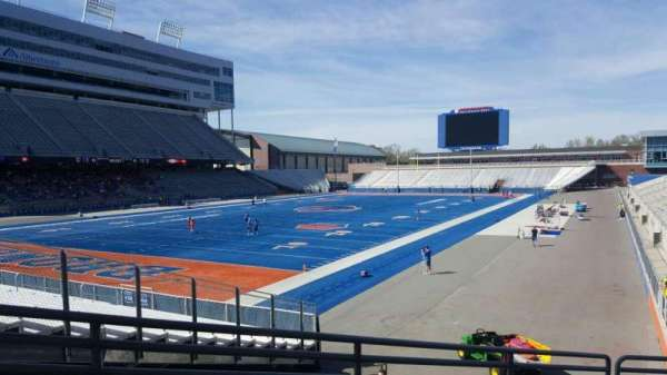Albertsons Stadium, section: 30, row: Q, seat: 1