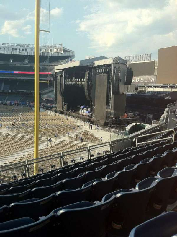 Yankee Stadium, section: 208, row: 8, seat: 17