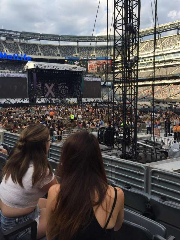 MetLife Stadium, section: 134, row: 4, seat: 4