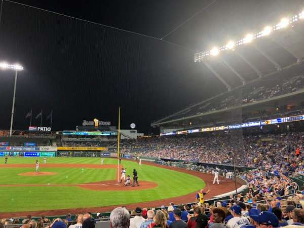 Kauffman Stadium, section: 124, row: M, seat: 9