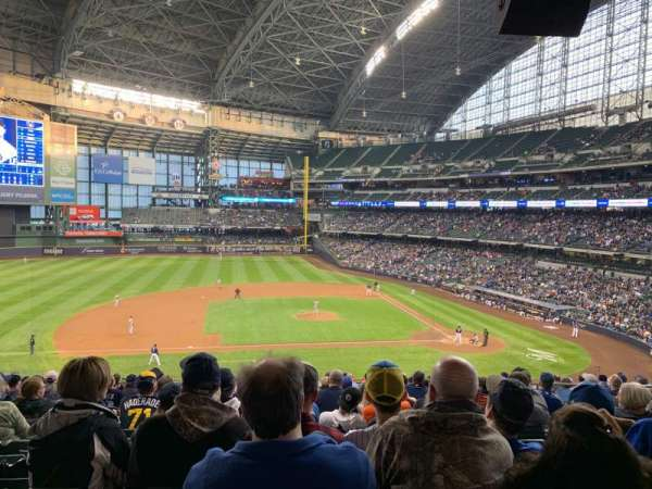Miller Park, section: 224, row: 17, seat: 8