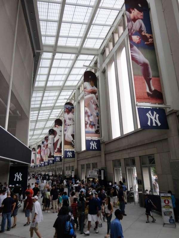 Yankee Stadium, section: Outside