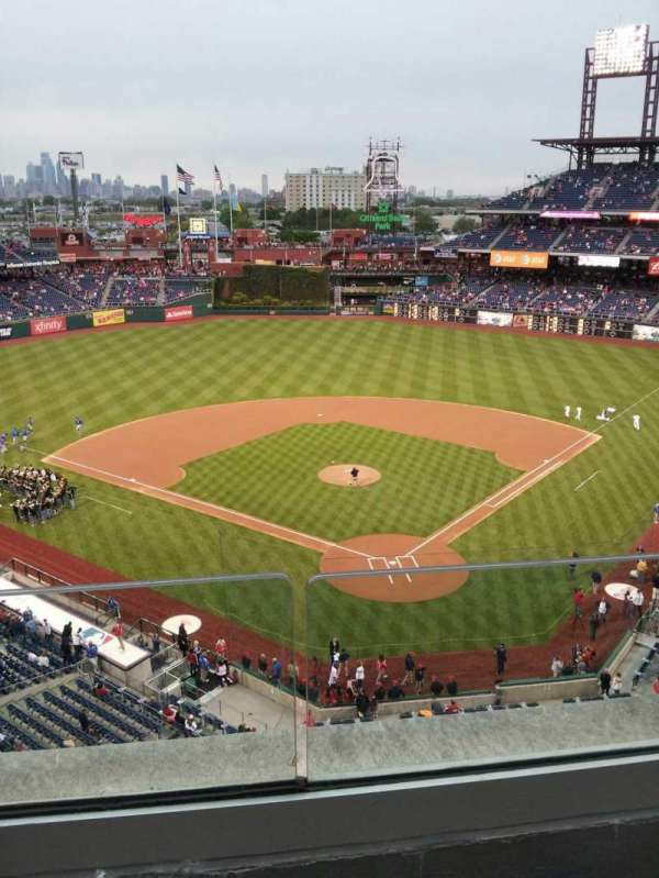Citizens Bank Park, section: 321, row: 2, seat: 21