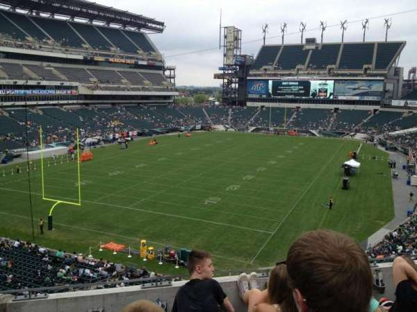 Lincoln Financial Field, section: M13, row: 4, seat: 7