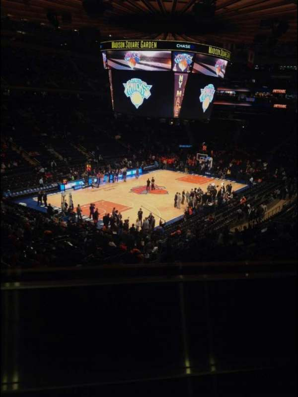 Madison Square Garden, section: 220, row: 1, seat: 8
