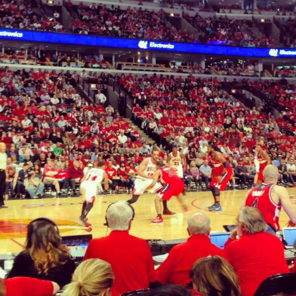 United Center, section: 101, row: 2, seat: 3