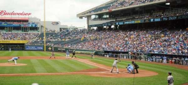 Kauffman Stadium, section: 122, row: L, seat: 7