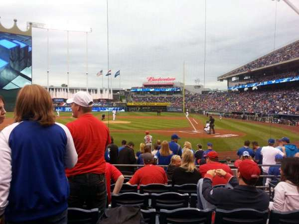 Kauffman Stadium, section: 124, row: H, seat: 5