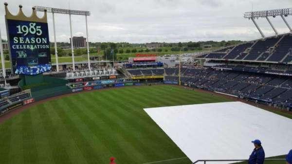 Kauffman Stadium, section: 405, row: cc, seat: 21