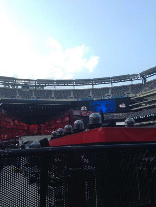 MetLife Stadium, section: 9, row: 31, seat: 41