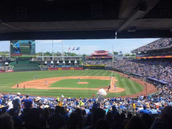 Kauffman Stadium, section: 224, row: RR, seat: 8