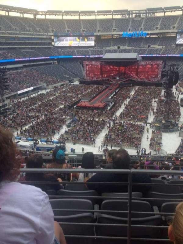 MetLife Stadium, section: 224B, row: 2, seat: 9