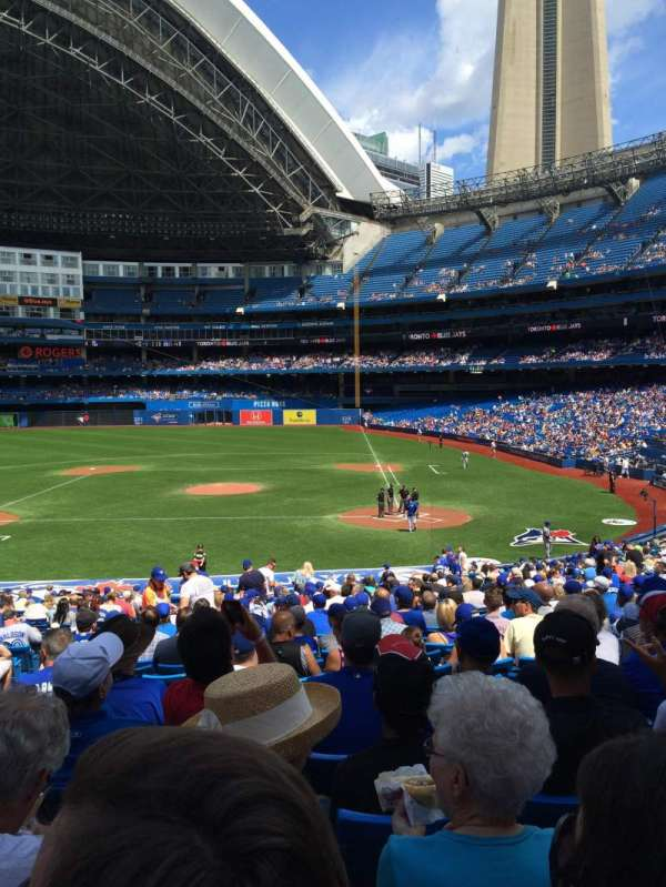 Rogers Centre, section: 125R, row: 35, seat: 4