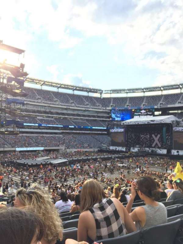 MetLife stadium, section: 117, row: 26, seat: 14