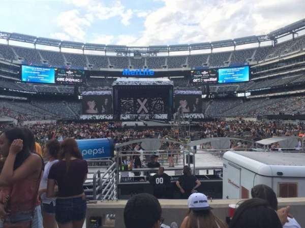 MetLife Stadium, section: 126, row: 4, seat: 21
