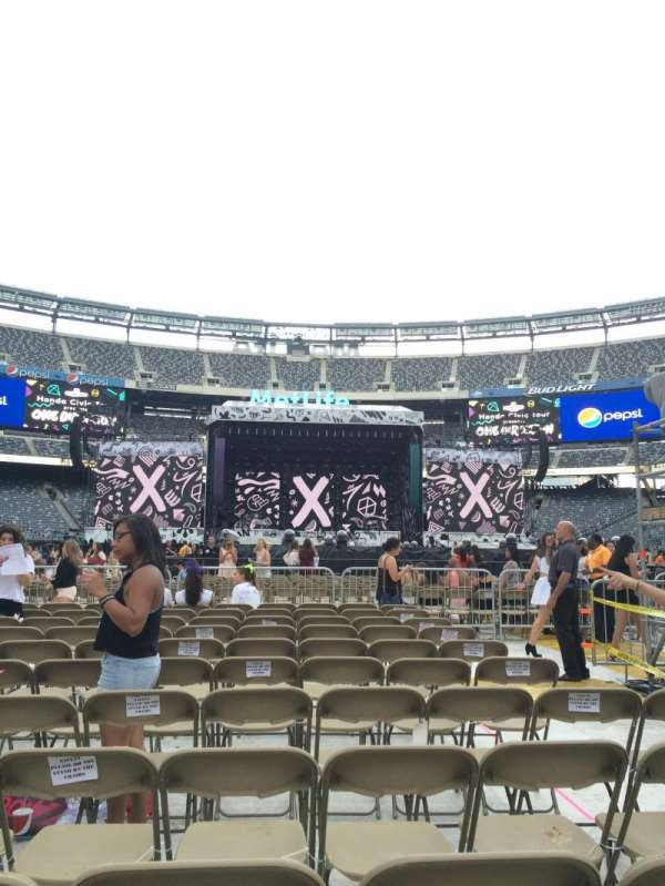 MetLife Stadium, section: Floor 14, row: 11, seat: 7