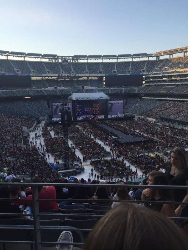 MetLife Stadium, section: Verizon suite, row: 2, seat: B