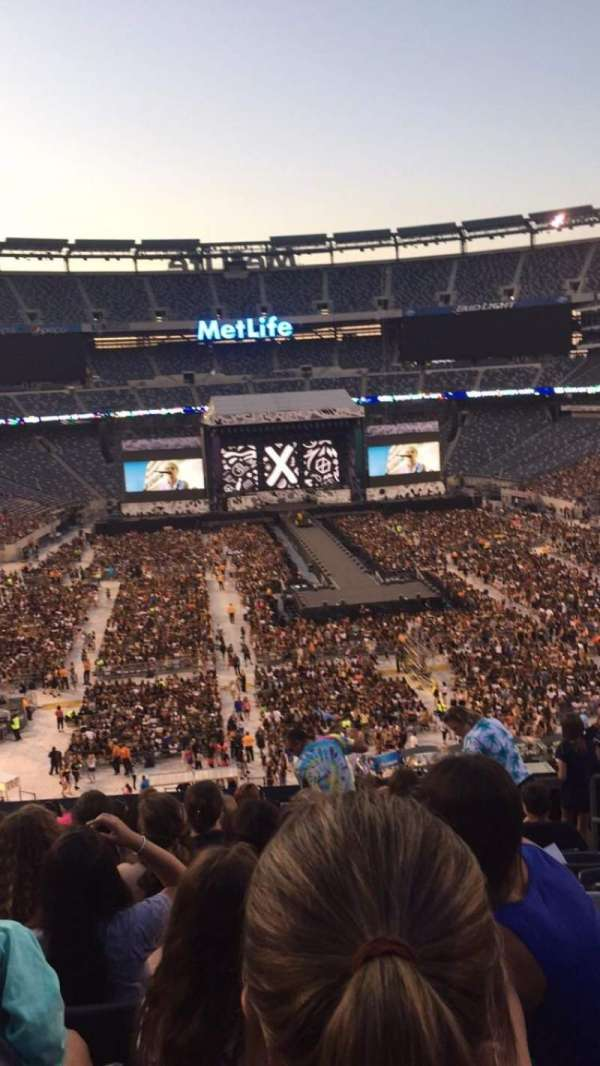 MetLife Stadium, section: 228A, row: 10, seat: 4