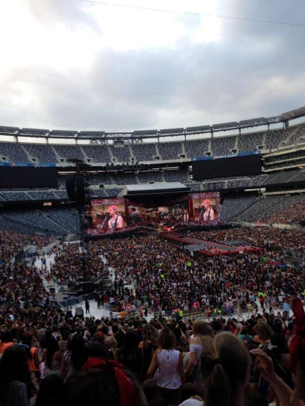 MetLife Stadium, section: 129, row: 42