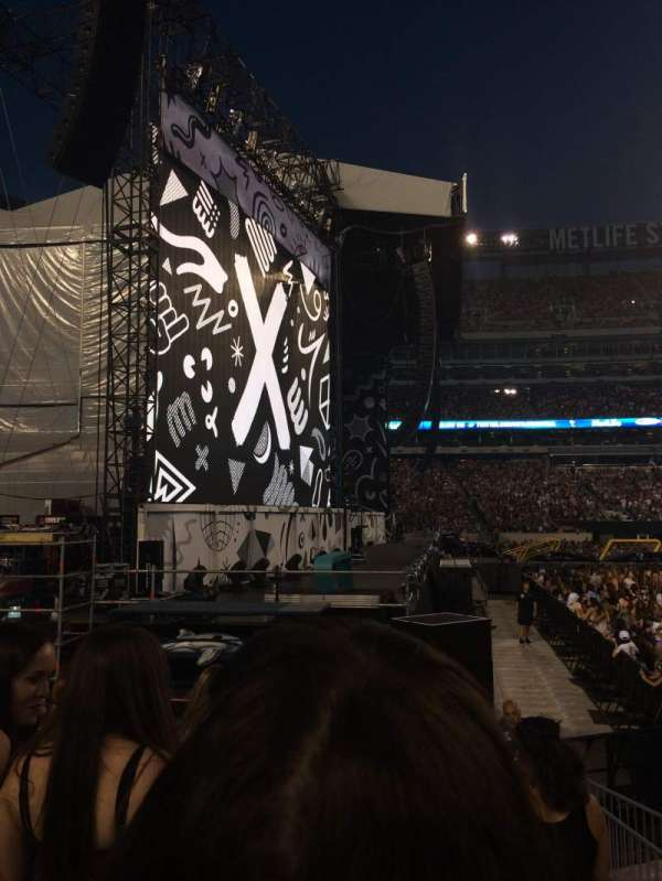 Metlife Stadium, section: 142, row: 5, seat: 23,24,25